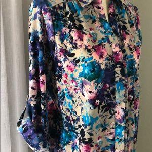 NWT Gorgeous floral button down blouse